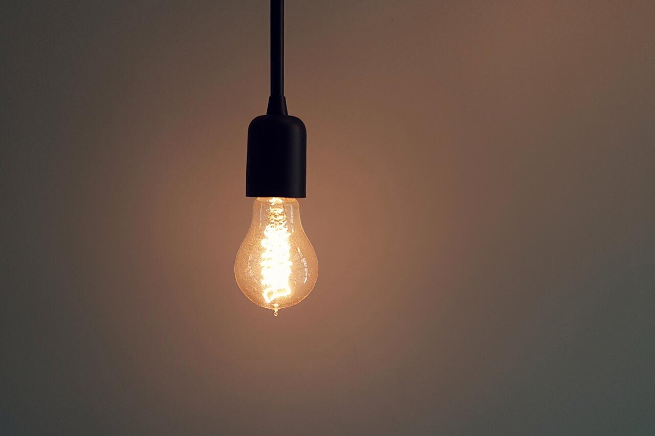 5 effektive Tipps um einfach Strom zu sparen.